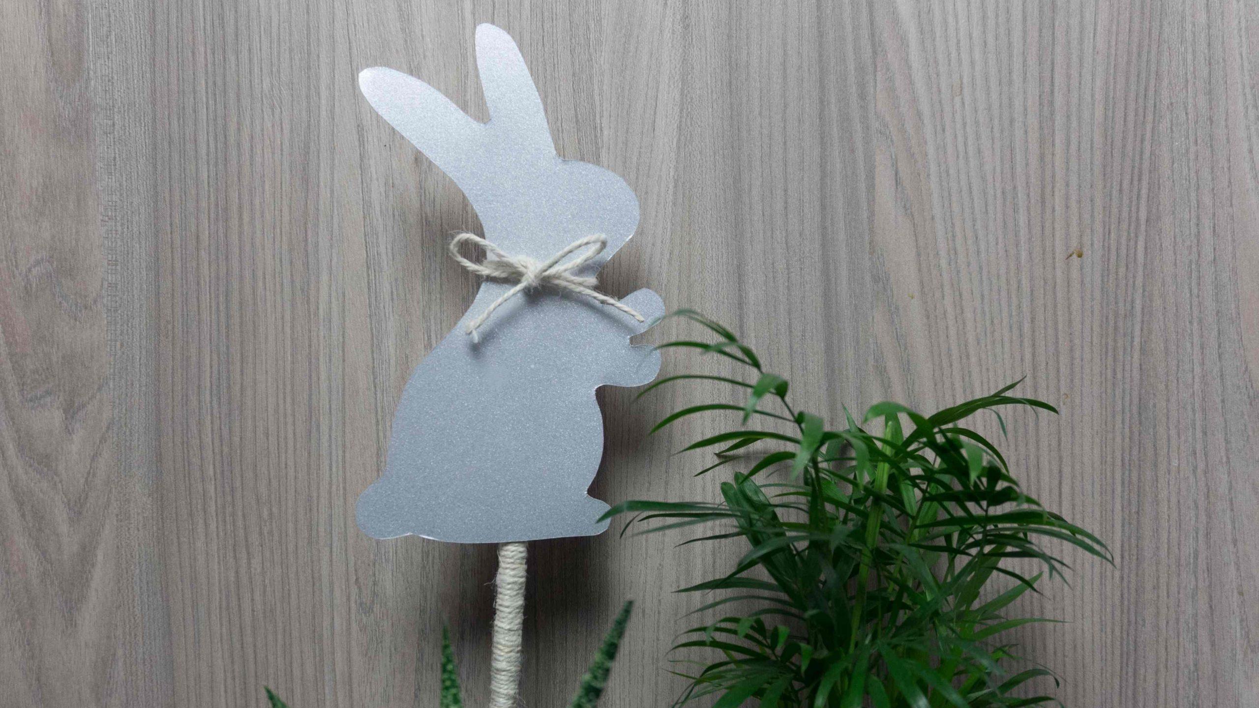 Egyszerű húsvéti nyuszis dekoráció agyagcserépben